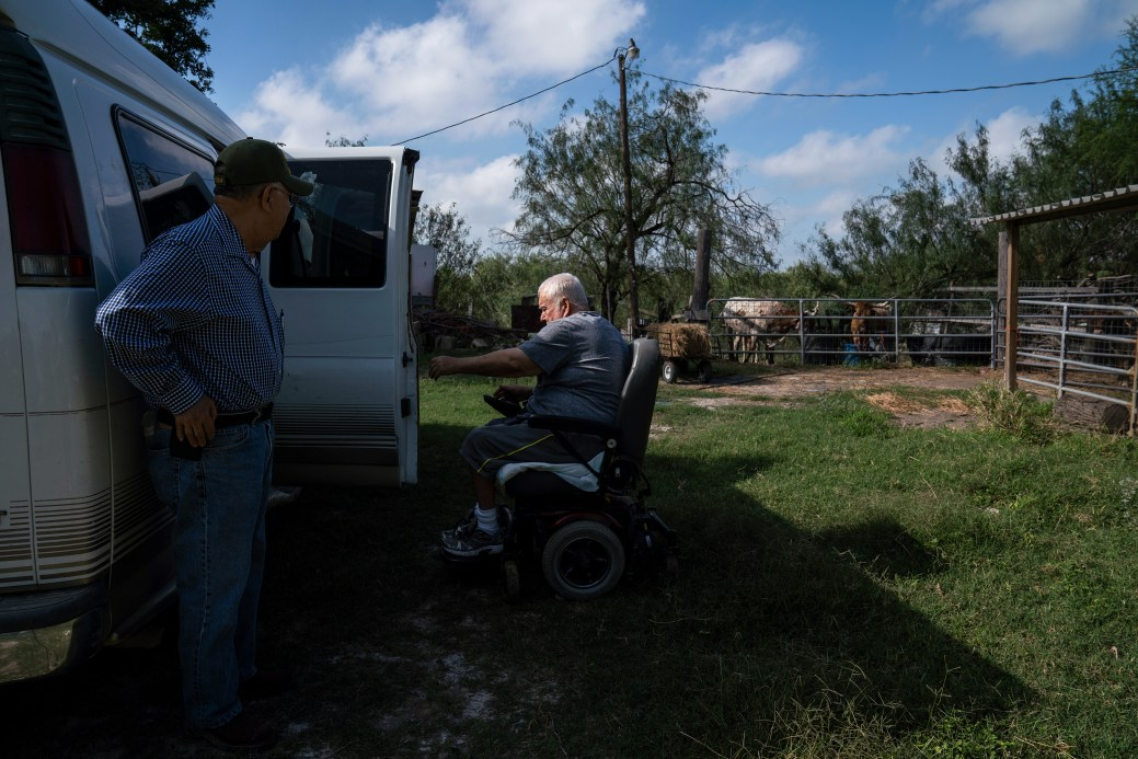 Reynaldo Anzaldúa, 73, left, asists his cousin Fred Cabazos, 69, as they arrive to to feed the cattle in Mission, Tex. on Nov. 6, 2018. Photo: Verónica G. Cárdenas for The Intercept