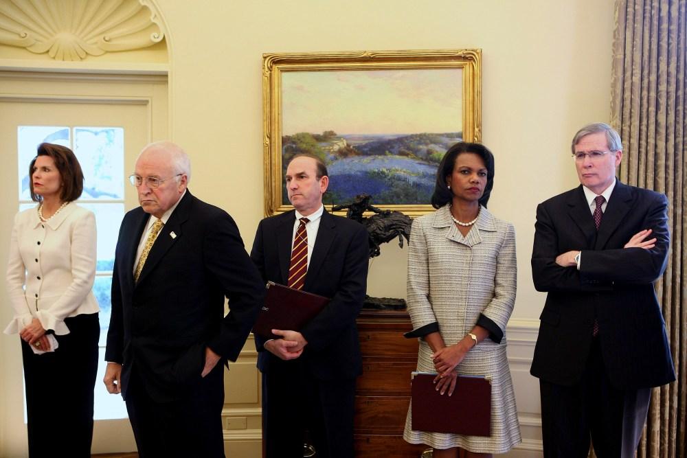 Nancy Brinker, Dick Cheney, Elliott Abrams, Condoleezza Rice e Stephen Hadley no salão oval enquanto o então presidente George W. Bush se reúne com o líder do parlamento libanês em 4 de outubro de 2007.