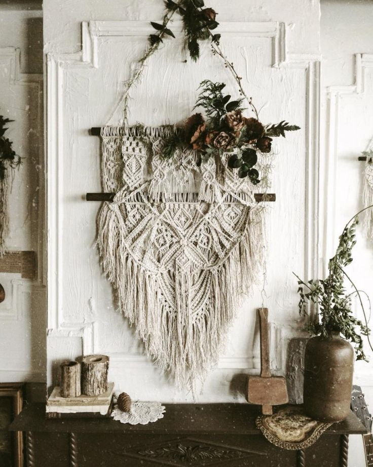 ADD TEXTURE TO YOUR WALLS WITH DECORATIVE WALL HANGINGS | Also known as woven wall hangings they can be as simple or more detailed, intricate pieces. They offer a modern boho vibe to your homes and don't they look great?