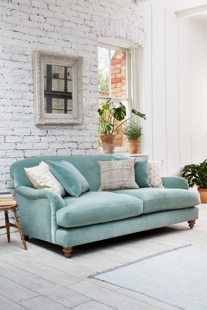 How To Use Neo Mint - The Colour of 2020 - Harrow Midi Velvet Sofa from Darlings of Chelsea introduces Neo Mint into your living rooms with a fresh clean look.