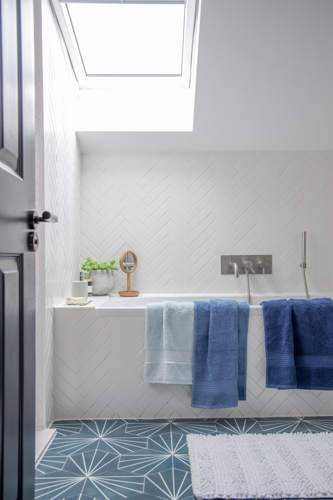 How To Use Classic Blue - Pantone's Colour Of The Year 2020 | blue and white bathroom.
