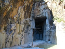 Inside_a_Carrara_marble_quarry_6399