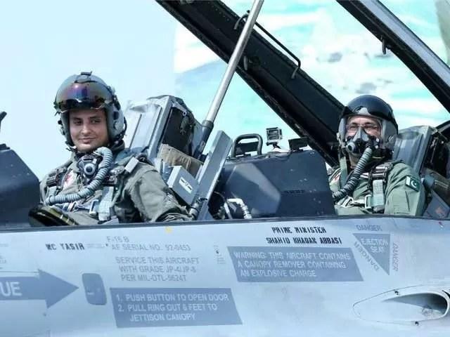 Shahid Khaqan Abbasi fly F16 (1)