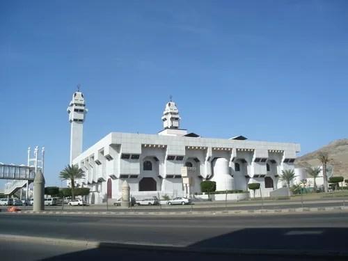 masjid e taneem aisha