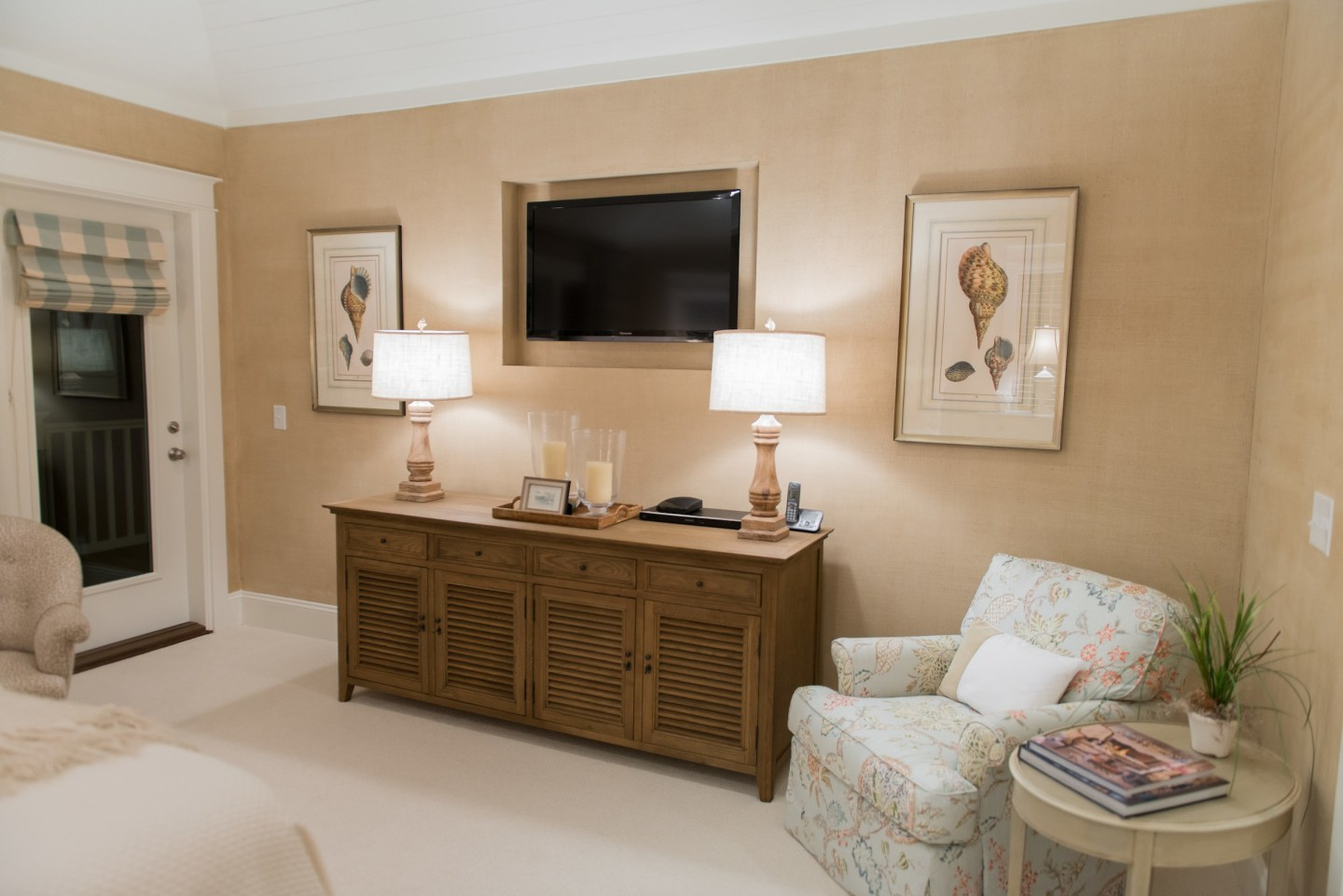 bedroom-dresser-lamps-coastal