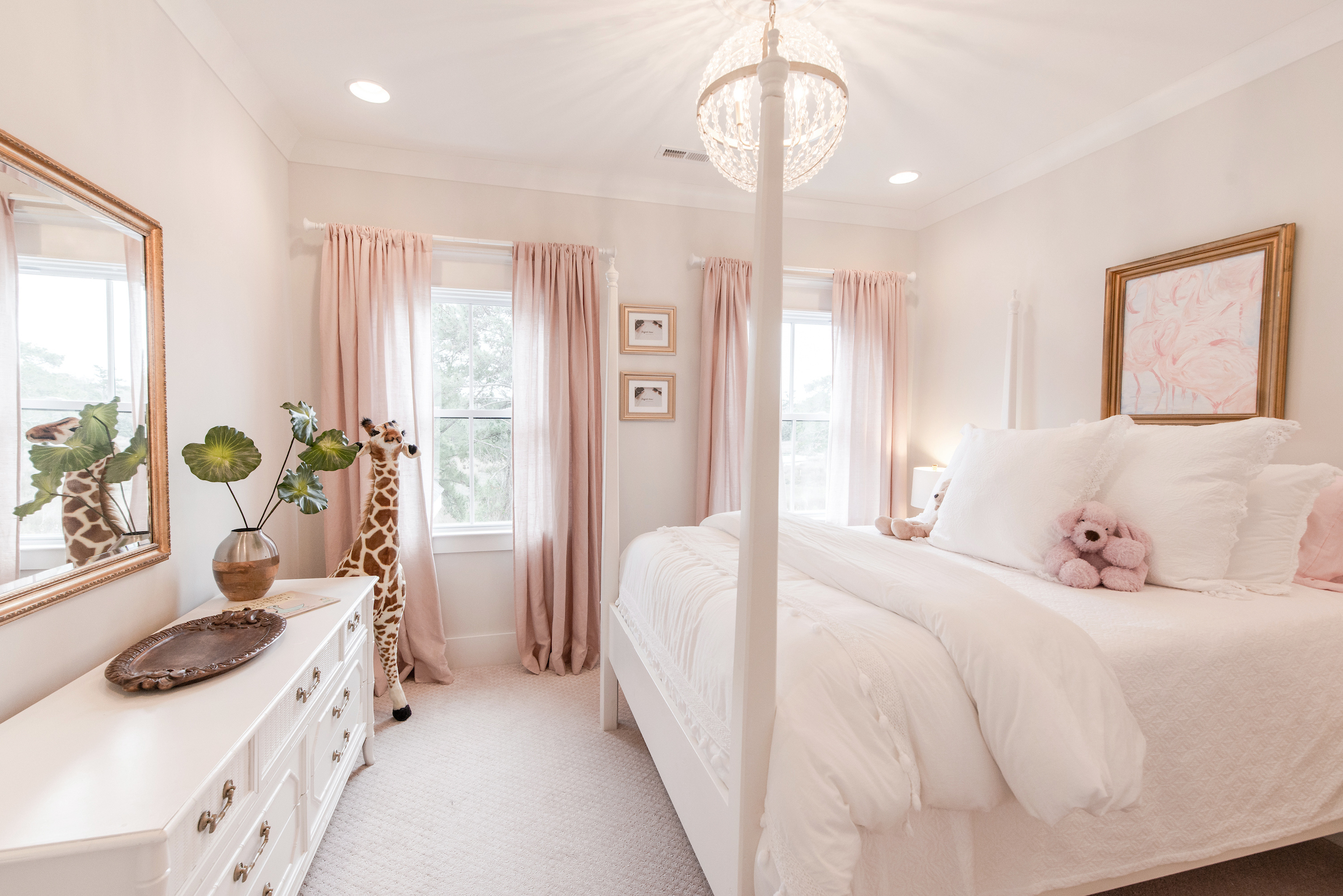 Teenage Rooms: Pretty Pink And White Girls Bedroom