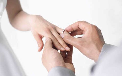 wedding-ring-hand-women