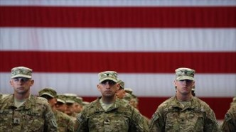 US-Army-soldiers-stand-to-attention-on-Nov.-20-2013-in-Fort-Knox-Kentucky-AFP