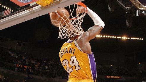 Kobe-Bryant-Dunk-on-Hornets