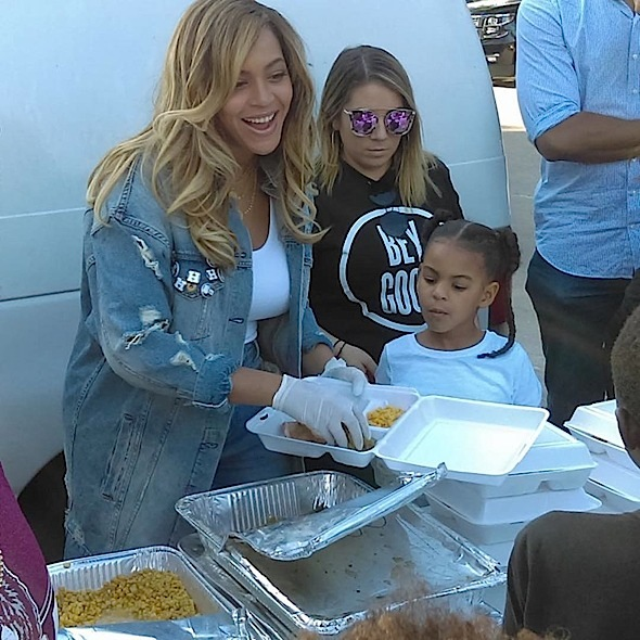Image result for BEYONCE VISITS HURRICANE HARVEY