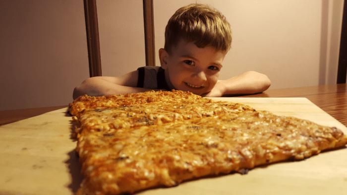Ellio's 2 - pizza with kid