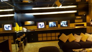 elvis-8-tv-room