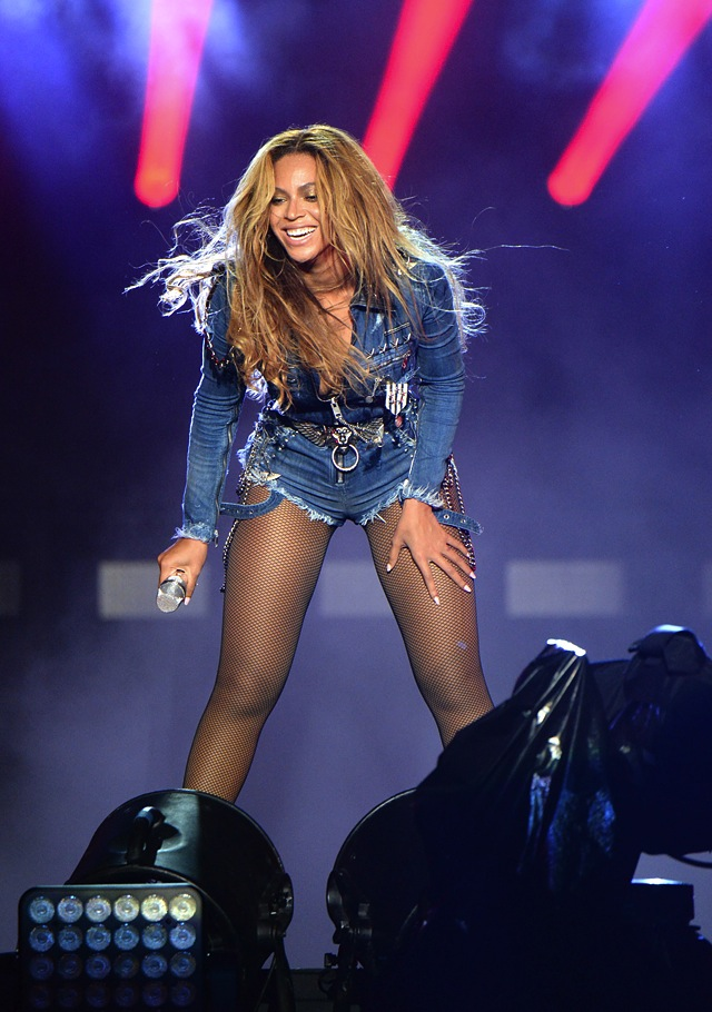 beyonce-custom-diesel-denim-jumpsuit-tour-2