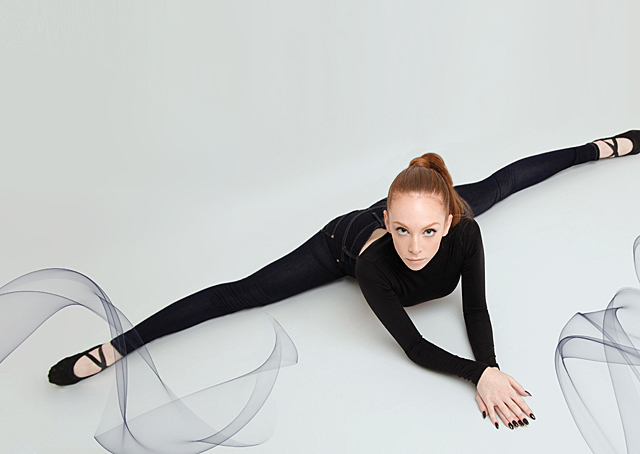 james-jeans-twiggy-dancer-jeans-PointBlue_Stretching