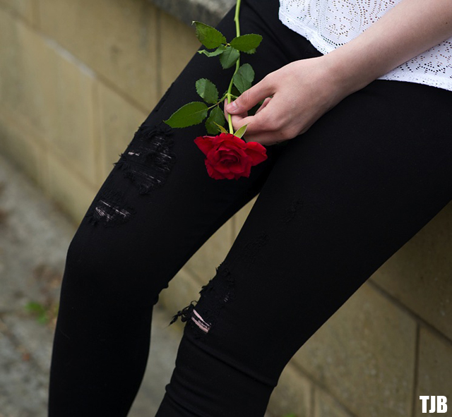 red-rose-black-jeans