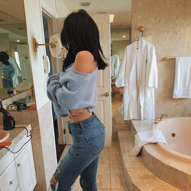 Kylie Jenner Wears Vintage Levi's Denim On Instagram 11