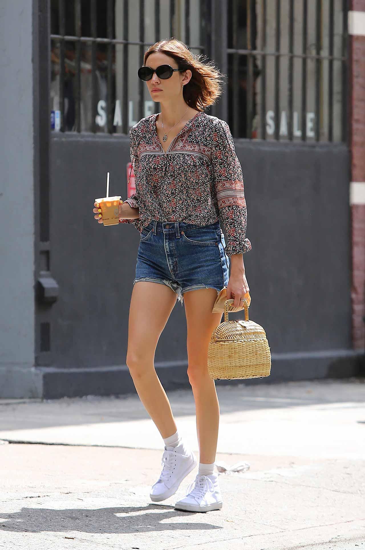 alexa-chung-vintage-levis-denim-shorts