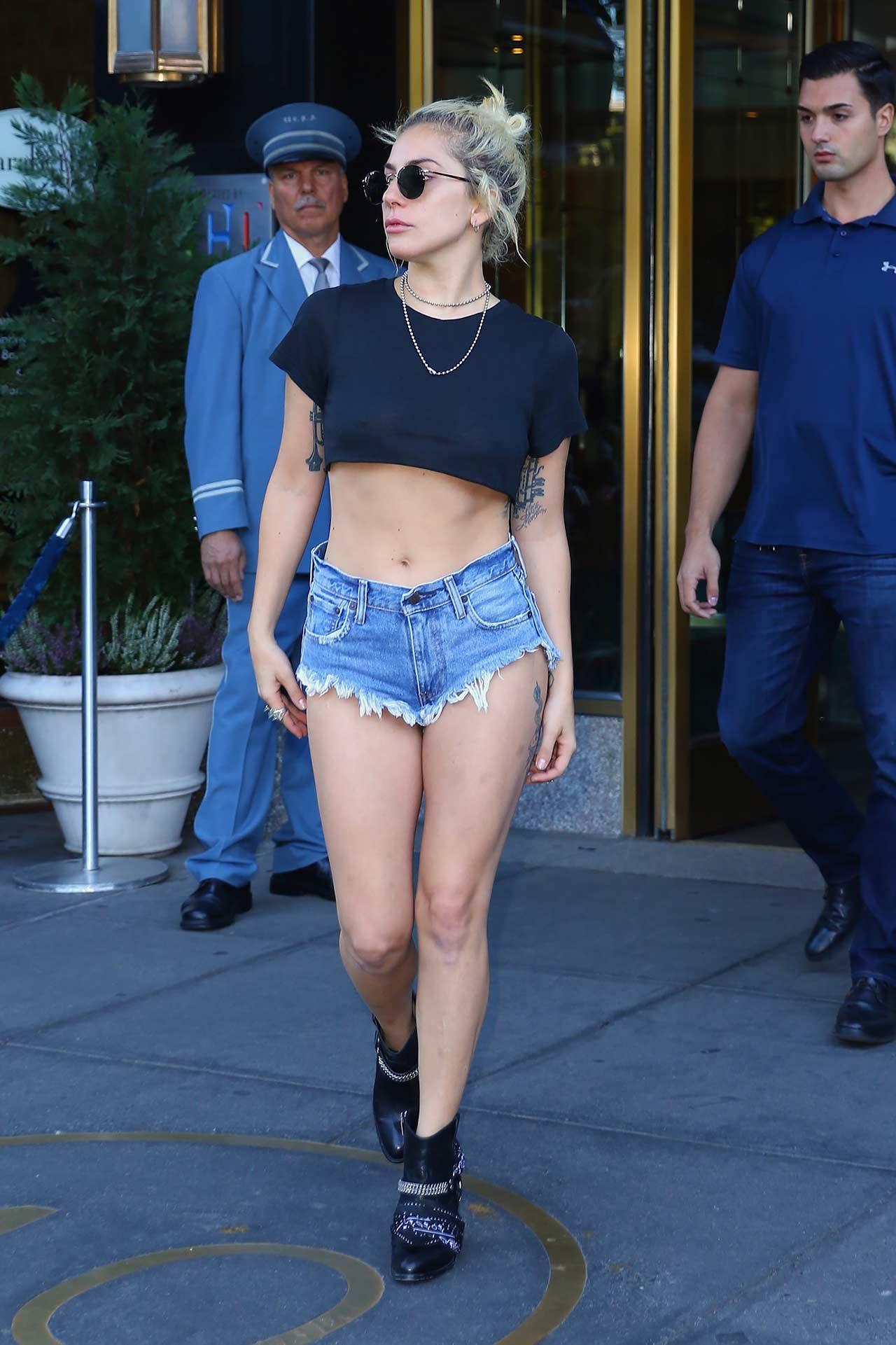 lady-gaga-levis-denim-shorts