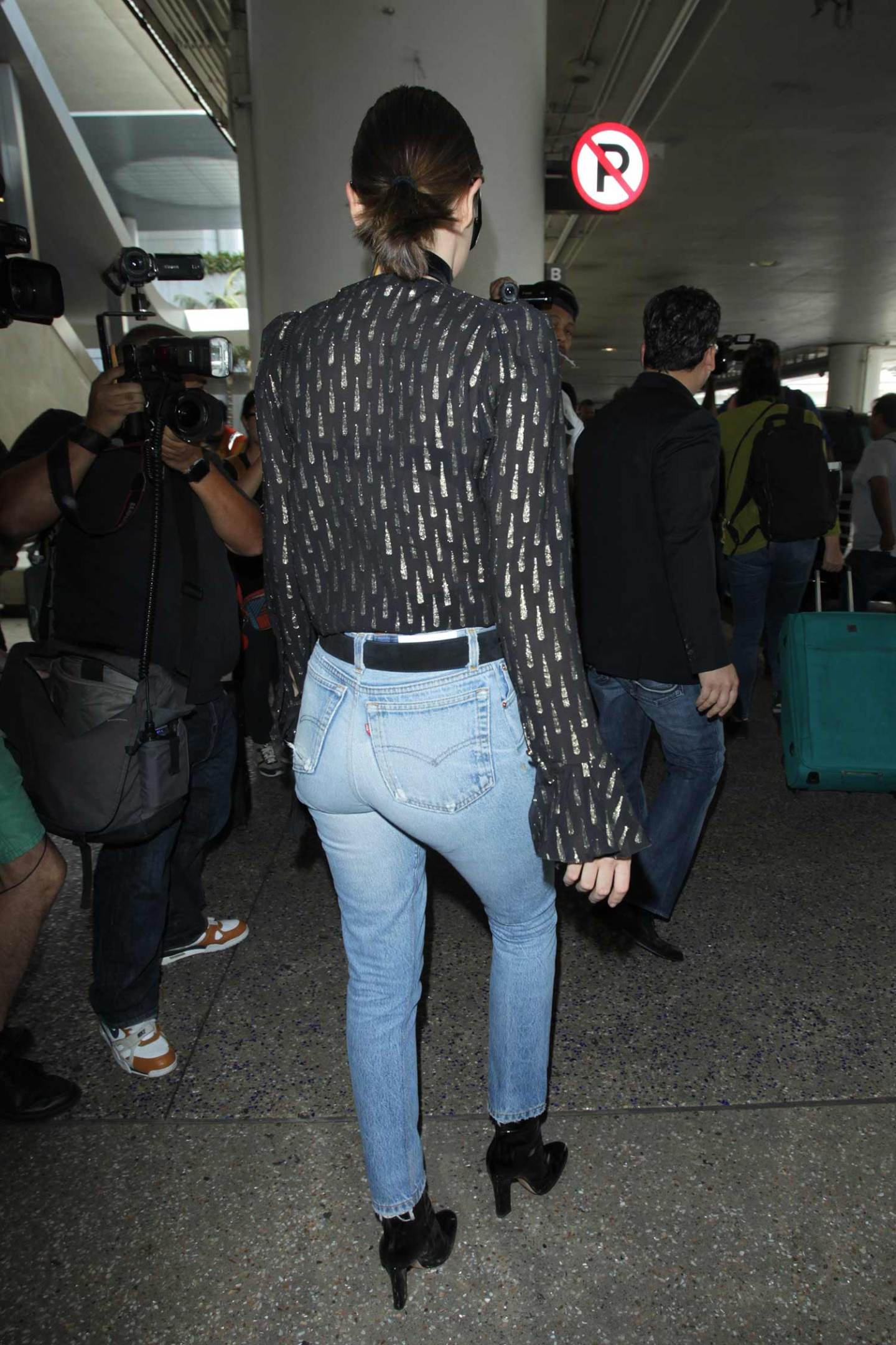 miranda-kerr-re-done-levis-jeans-5