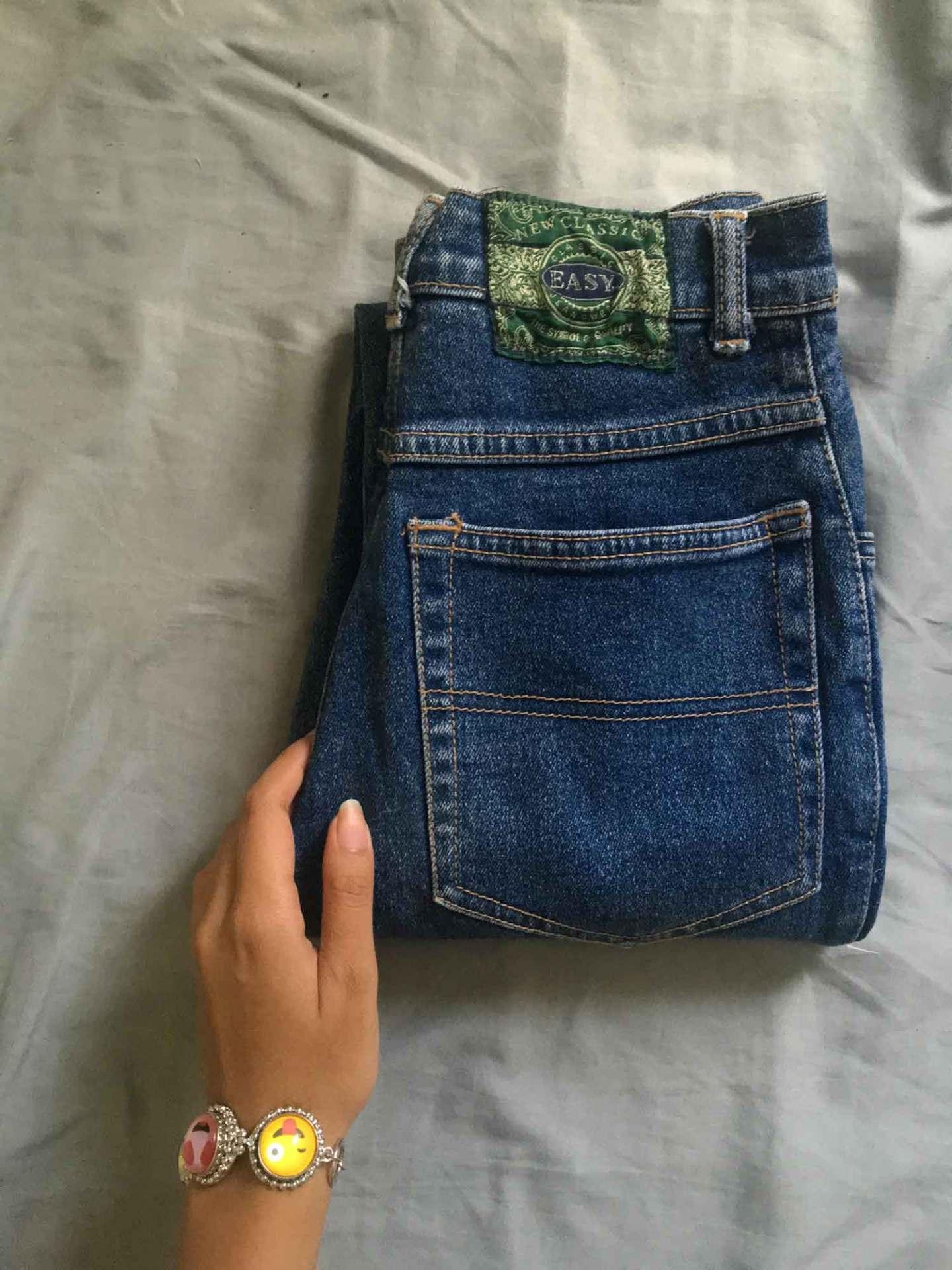 chrissy-baclagan_distressed-jeans