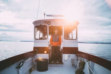 TRAVEL TIPS: Choosing your boat battery wisely - http://thejerny.com