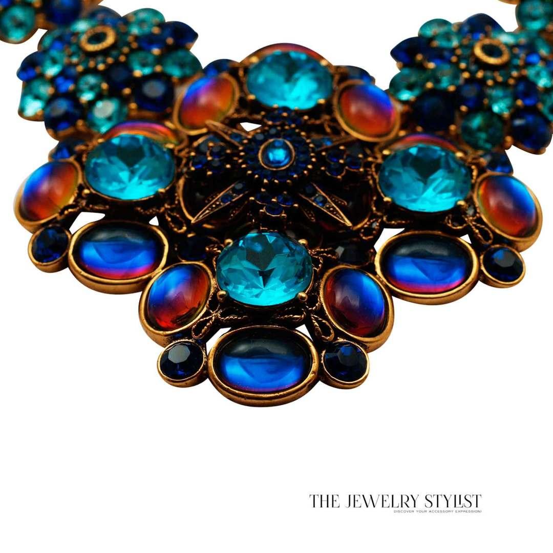 Oscar de la Renta Swarovski Statement Necklace Close-up Pendant