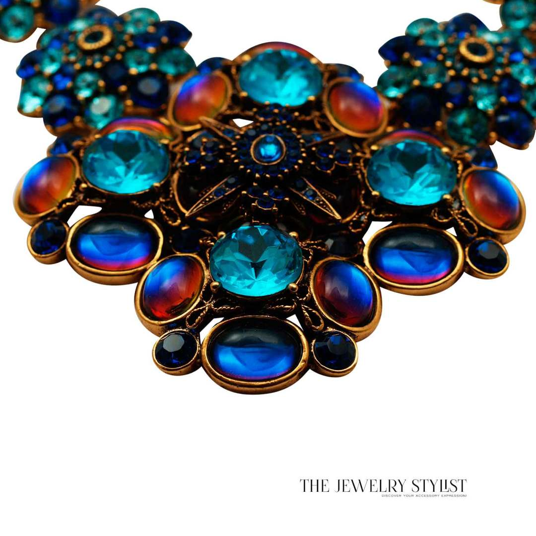 Oscar de la Renta Swarovski Statement Necklace Close-up Pendant