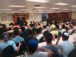 CHAZAQ Shiur for Teens by Rabbi Zecharia Wallerstein