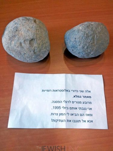 Photographic credit: Dr. Dalia Manor, the Museum of Islamic and Near Eastern Cultures, Be'er Sheva Description: The trebuchet stones and the note accompanying them
