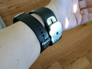 Comparison of the Gear Fit (right) and Band 2 (left) on my wrist.