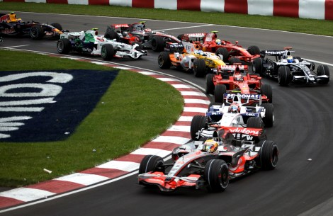 2008_Canadian_GP_lap_1_turn_2.jpg