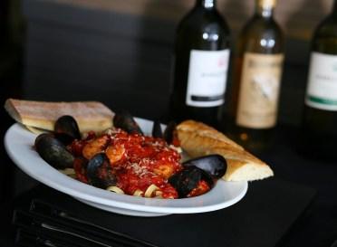 pasta, seafood, dinner entrees, Greek restaurant in Niagara Falls, Mediterranean restaurant in Niagara Falls
