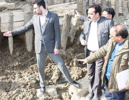 DC Srinagar inspects restoration works on river Jhelum