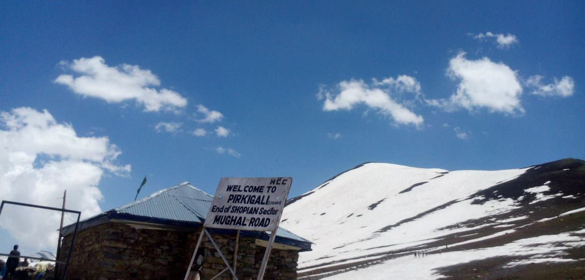 Mughal road closed for traffic after snowfall