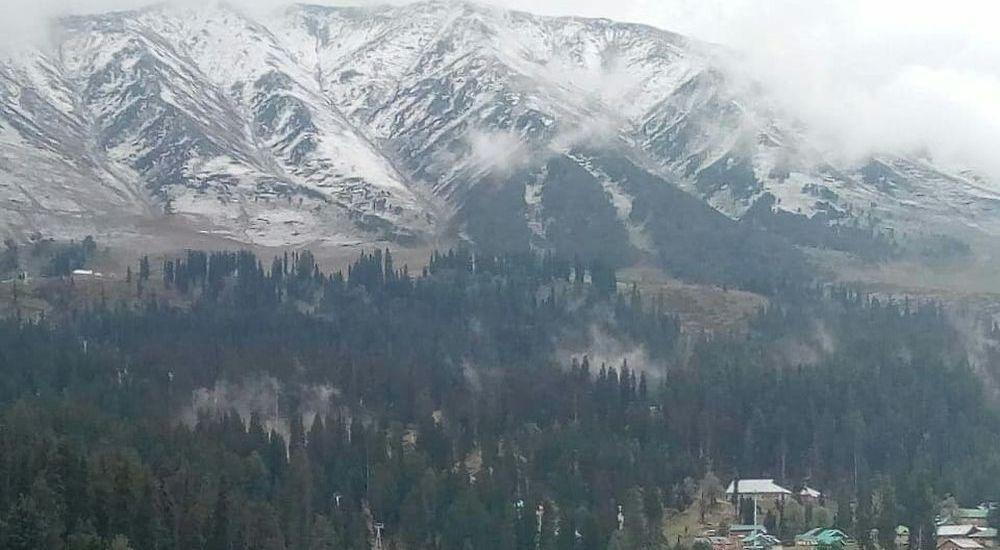 Gulmarg, other higher reaches receive snowfall