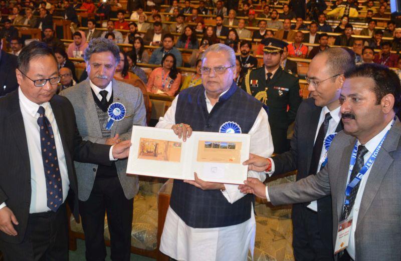 Governor inaugurates Kashmir Autumn FAM Tour-2018