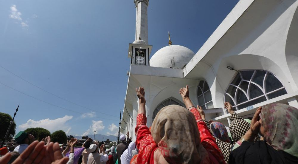Thousands of devotees thronged Dargah Hazratbal …