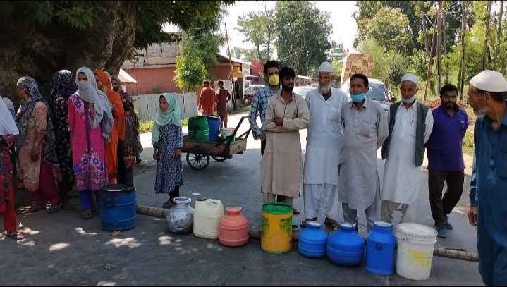 Warpora Sopore residents stage protest over water shortage