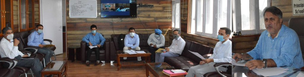 Samoon reviews functioning of Career Counselling Centres - Kashmir Images