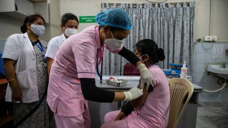 COVID-19: India records new daily high of 3,86,452 cases