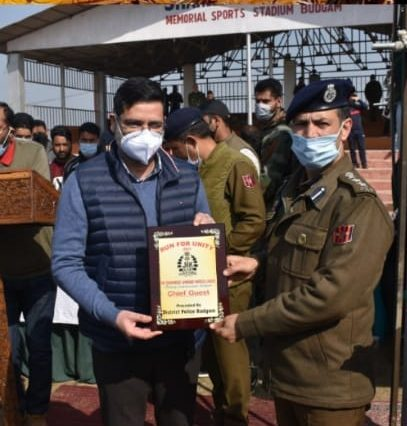 """Budgam police organizes cross country event """"Run for Unity"""""""