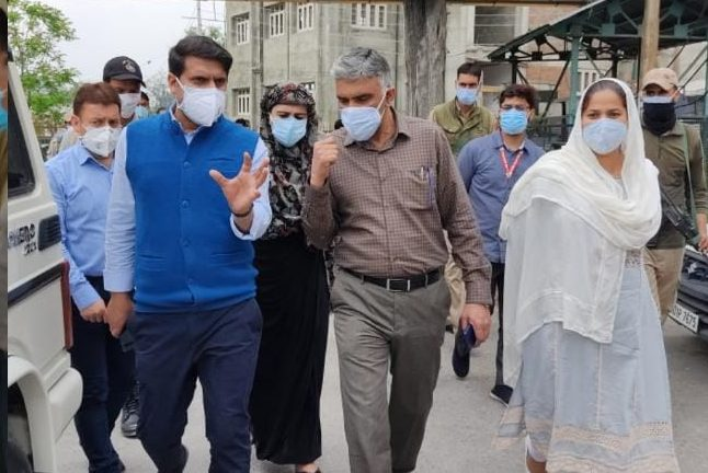 DC Srinagar directs officials to makeJLNM hospital's new oxygen plant functional within 5 days