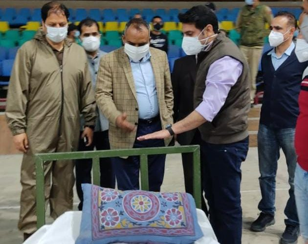 Div Com Kashmir takes stock of facilities at COVID-19 wellness centres in Srinagar