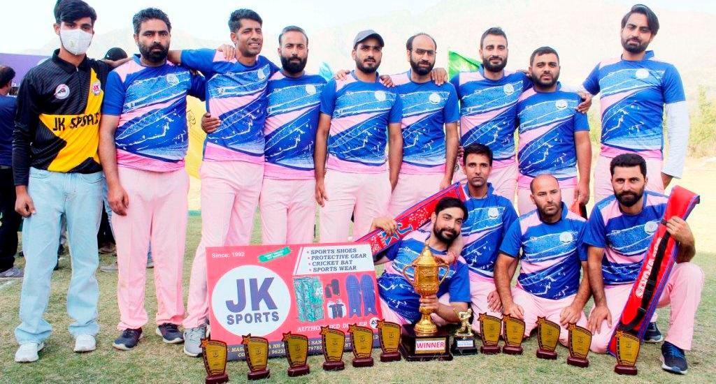 IUST Cricket Tournament: School of Health Sciences wins VC's Employees Cricket Tournament