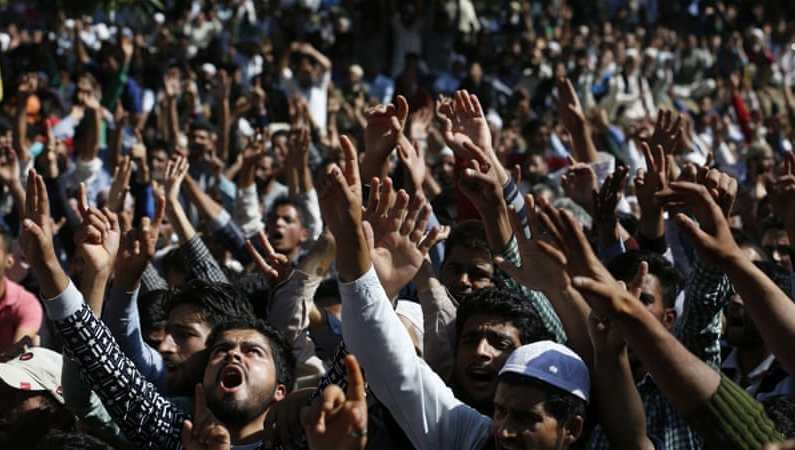 Amid 'anti-India' slogans slain Dooru militant laid to rest; thousands throng funeral
