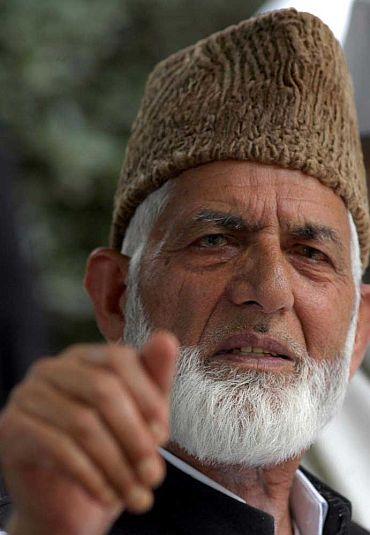 Geelani pays tributes to slain Zakir Musa