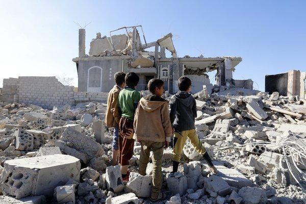 Twin attacks kill 20 policemen in Yemen's Aden