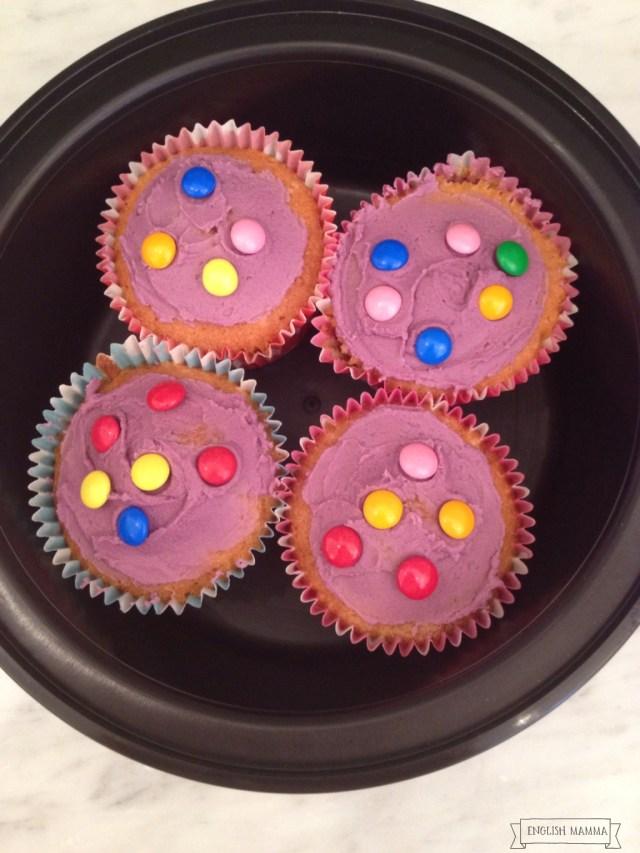 An english Mamma in Stockholm: purple birthday cupcakes