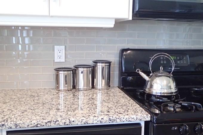 new kitchen back splash, glass back splash, back splash installation