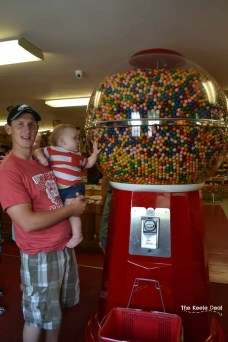 Country Kettle Candy - Big Gumball Machine